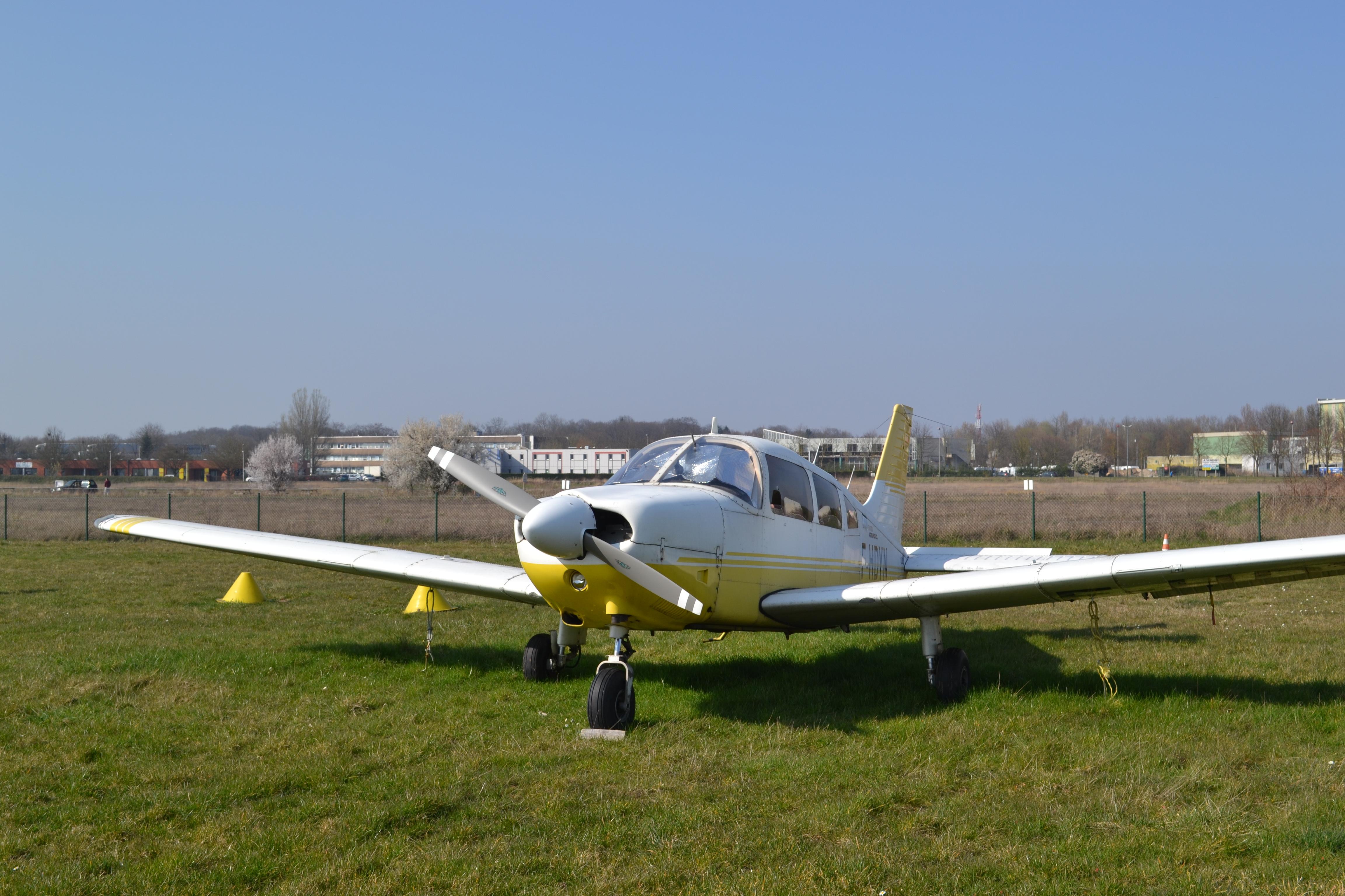 Avion PA28 vue générale