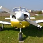 Avion PA28 de face