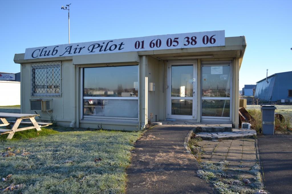Devanture Club Air Pilot situé à l'aérodrome de Lognes